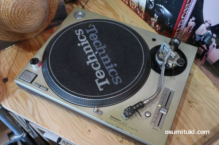 マニアックなレコードプレイヤーもあります