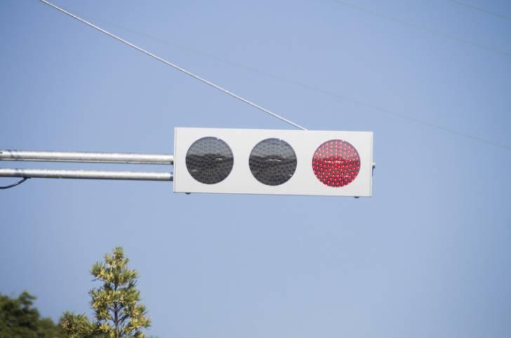 沖縄の1つだけ突如揺れ出す謎の信号機はどこにあるのか?