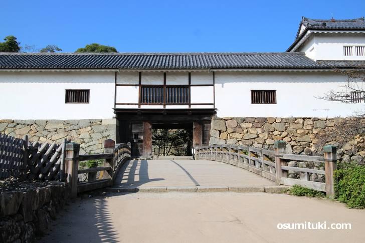 彦根城の入口、右に見える櫓は天秤櫓の片方