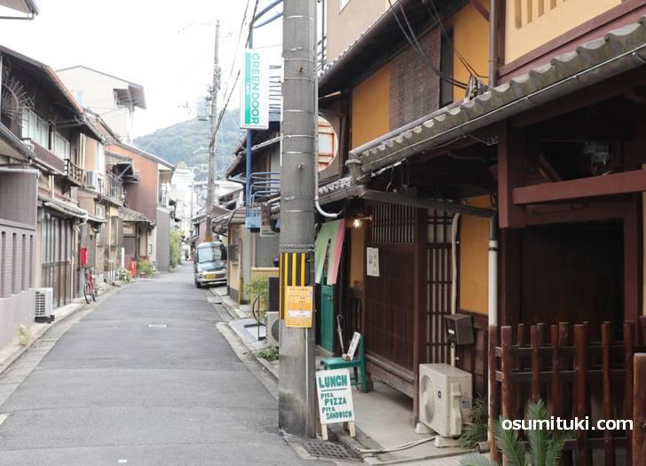 京都の観光地である東山にある超穴場「カフェ グリーン ドア」