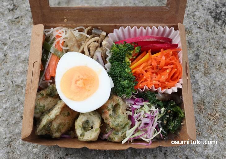 野菜を中心としたヘルシーなお弁当です
