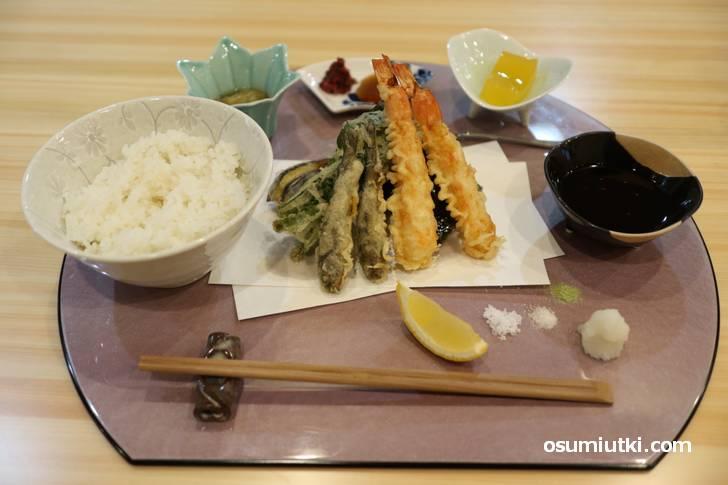 わかれ天ぷらプレート(1450円)