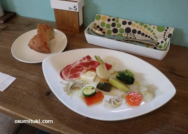 パスタランチの前菜は野菜たっぷりです
