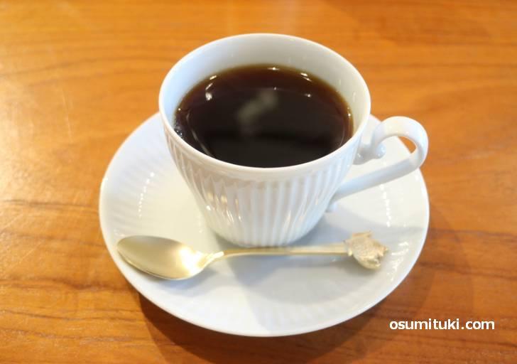 コーヒーは四条烏丸「Coffee Base KANONDO」のもの