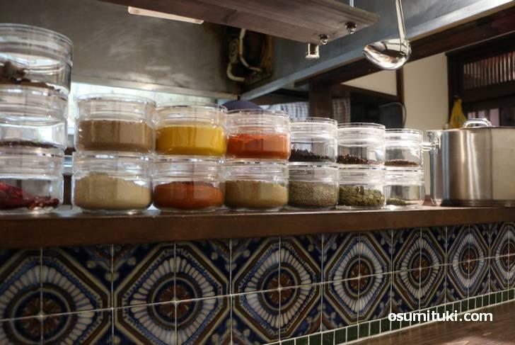 カレーは10種類カレーは10種類以上のスパイスを使っています以上のスパイスを使った