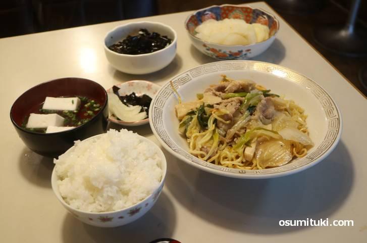 チャニーカツラの「日替定食(670円)」