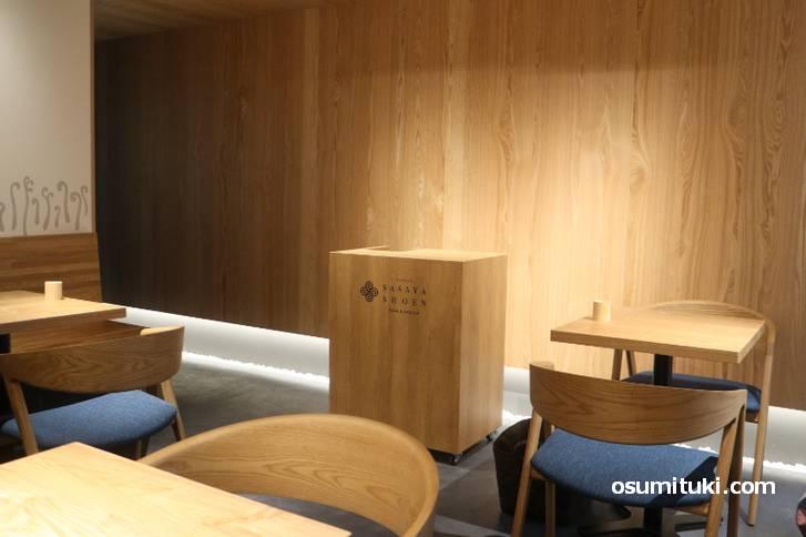 落ち着いた茶室で笹屋昌園の「わらび餅」や抹茶をいただけるカフェです