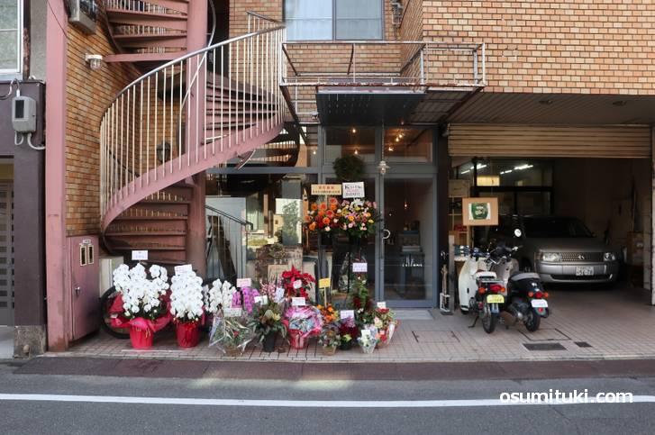 二条城の東エリア(二条小川東入ル)にお店があります