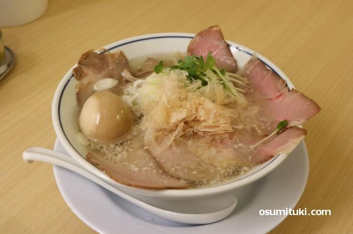 チャーシュー麺に味玉トッピング