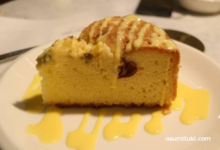 甘酸っぱいルバーブとカルダモンのケーキ