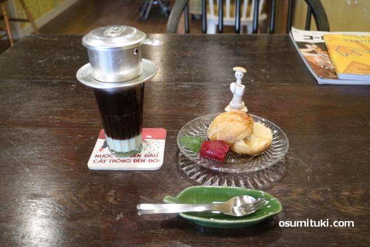 ベトナムコーヒーとルヴァン(ビスケット)はもちろん自家製