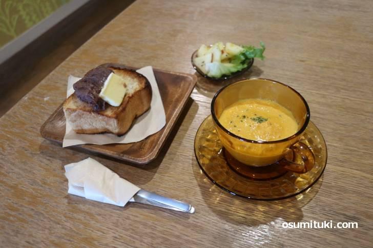 モーニングはスープ付きで650円