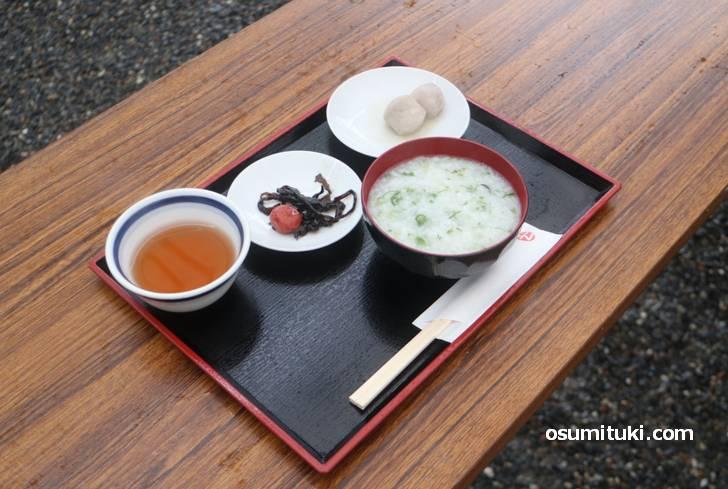 京都市右京区の西院春日神社で食べた若芽がゆ(七草粥)
