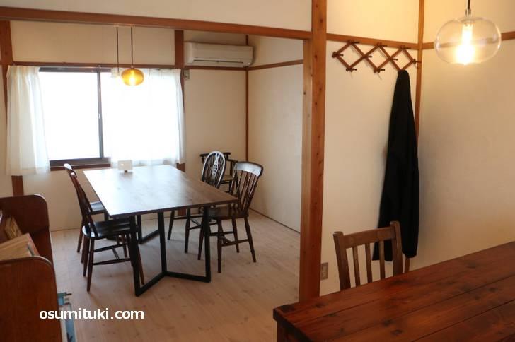 fuminote(フミノテ)の2階がカフェになっています