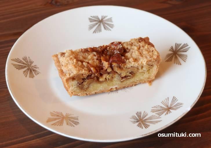 胡桃のケーキ、中はシットリ、外はホロホロで美味いです