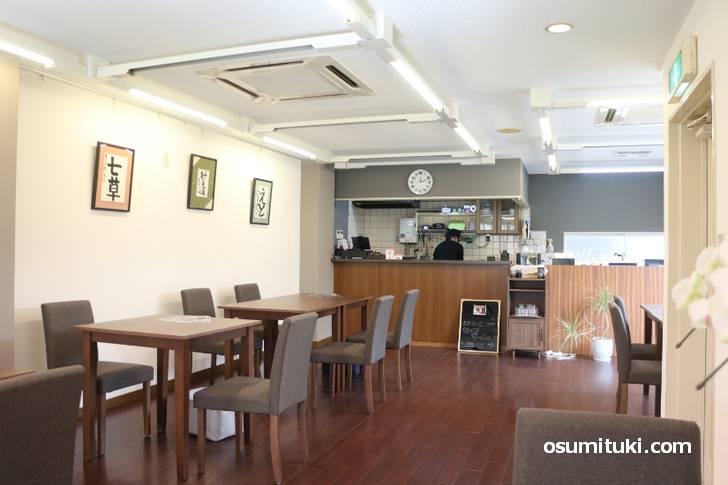 広いフロアの明るいカフェさんでした(CAFE&GALLEERY WAKU)