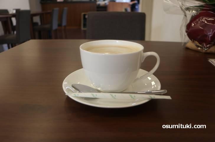 今回はカフェラテを飲んできました