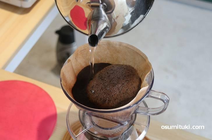 コーヒーは新鮮な豆ほど泡立ちます