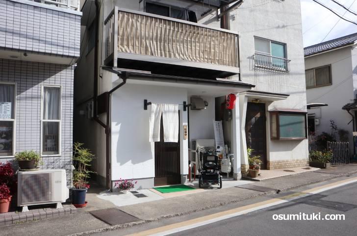 𠮷文 は渋谷街道の六兵ェ池を北に上がったところ