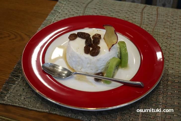ケーキセットは柚子のババロアでした