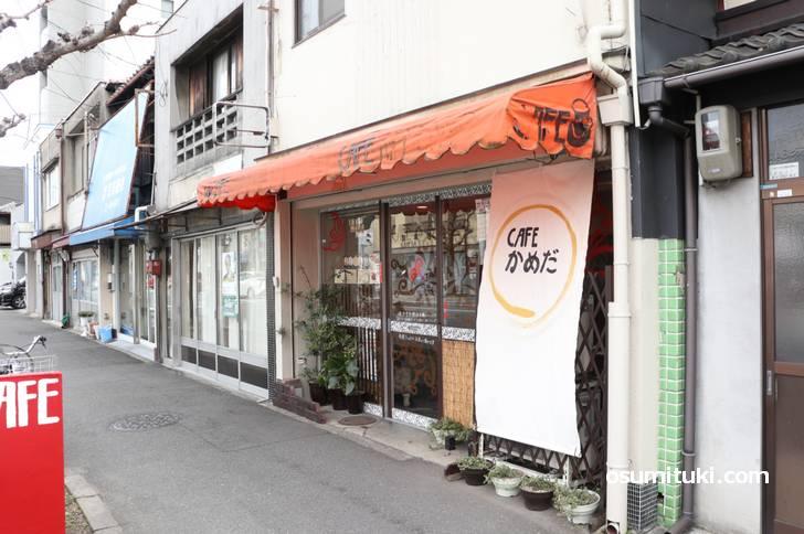 千本丸太町にある謎のカフェ「CAFEかめだ」さん