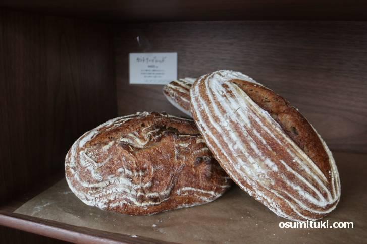 ハード系パンが多い感じです(Bakery uki)