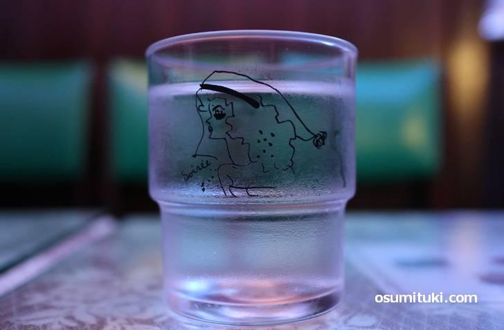 水も青くオシャレに写ります(喫茶ソワレ)