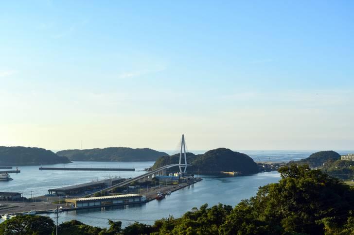 浜田マリン大橋(浜田漁港)から車で30分の山奥にあります