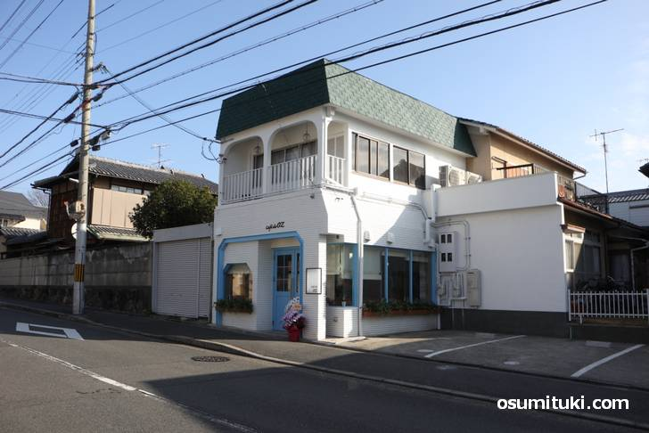 Cafe de OZ(オズ)は立命館大学(衣笠)すぐ近くで馬代通沿いです