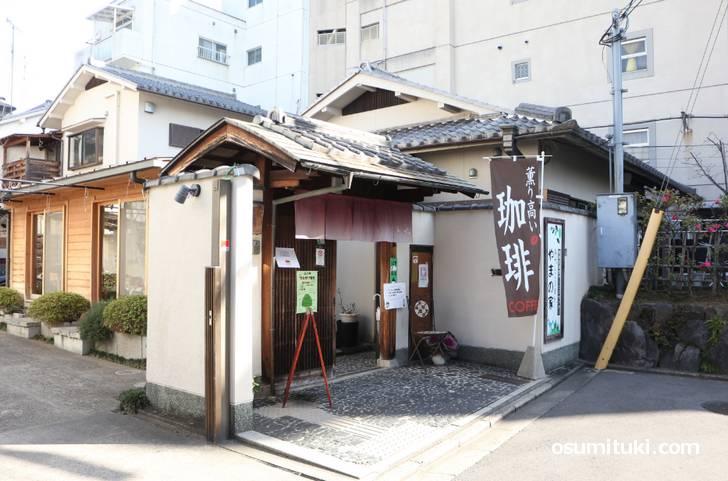 カフェ e-ばしょ は山ノ内駅前にあります