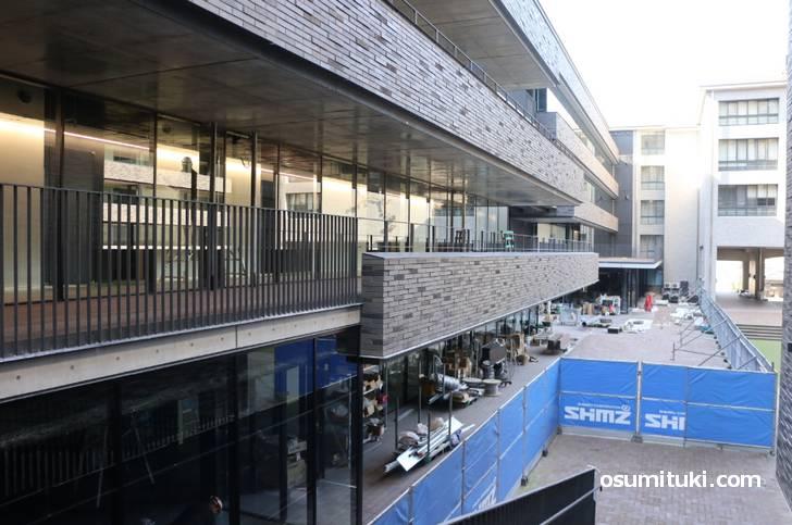工事中の京都産業大学「真理館」