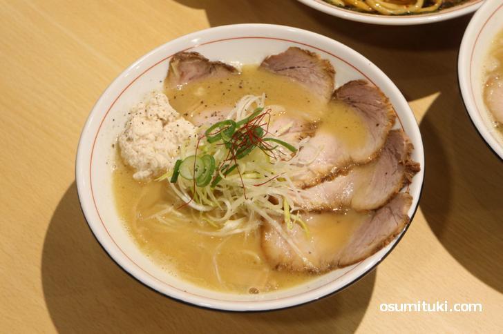 肉白湯そば(肉増し)