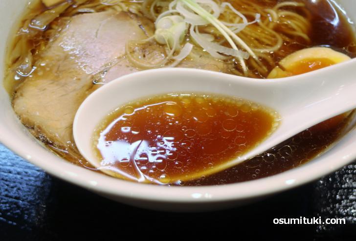 スープは香ばしい系ですがやや辛め