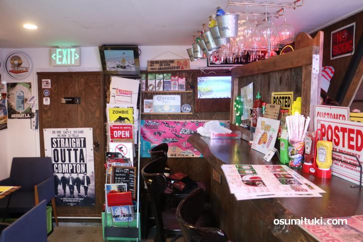 賑やかな店内が特徴的なアメリカンタコスのカフェ「AK CAFE」