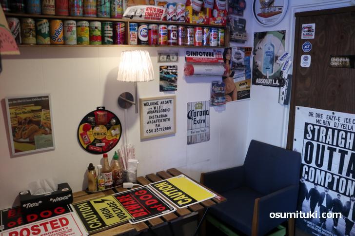 アメリカンなお店、現地の看板も販売しています