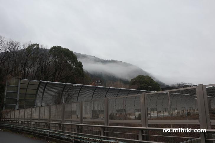 山科区の山奥へ東名高速の向こう側はなにもないエリア