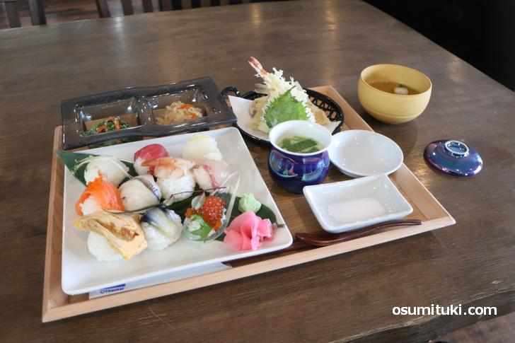 手まり寿司 10種(1800円) + 天ぷら 5種(300円)