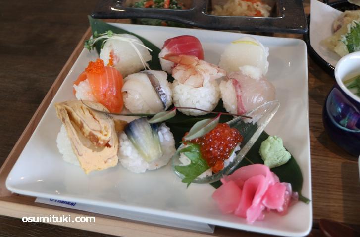 手まり寿司、小ぶりですが美味しいです