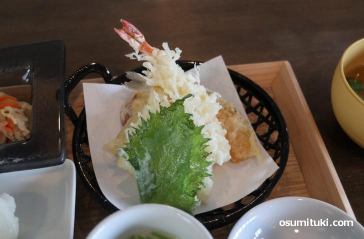 エビや白身魚に野菜の天ぷら