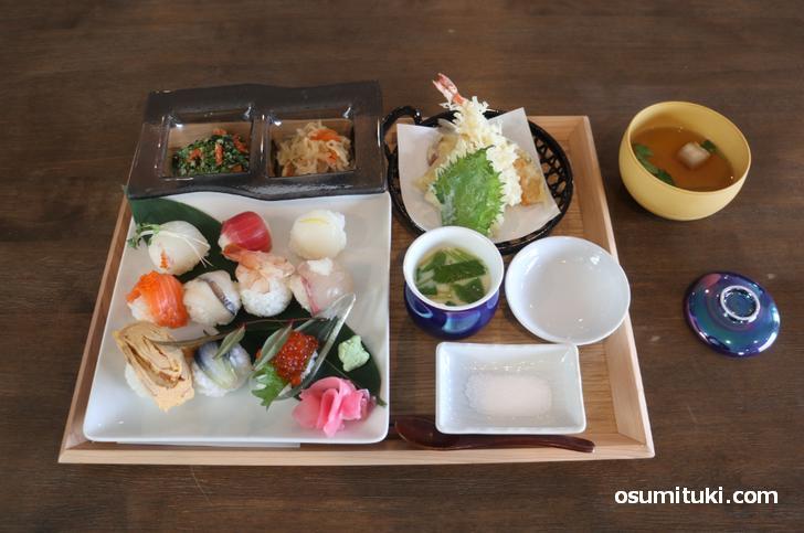 お昼のランチ(2100円+消費税)美味しくて満足でした