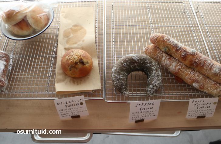 パンは200円台の価格帯で、もっちりとややハードなパンが多め
