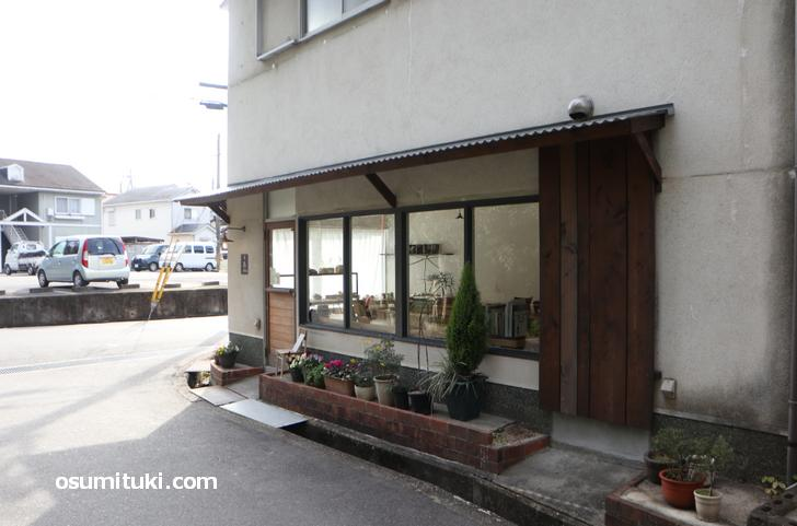 木色 (キイロ)は木津駅から徒歩10分くらいの場所にあります