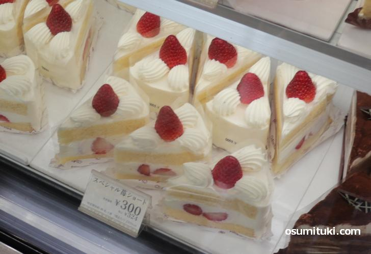 スペシャル苺ショートケーキ(324円)