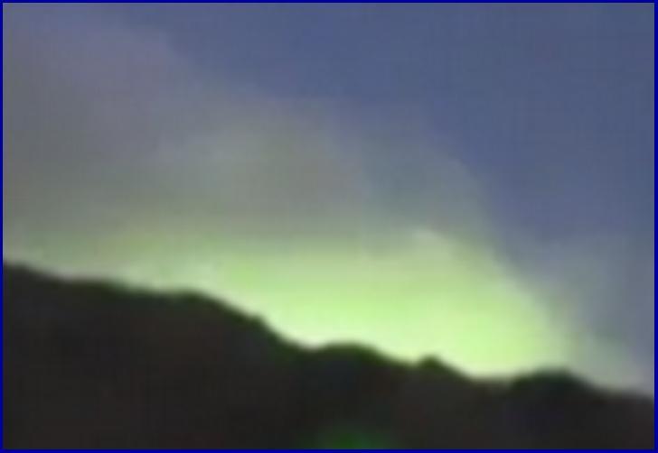 山頂付近だけ妙に光る山の正体はなんなのか?