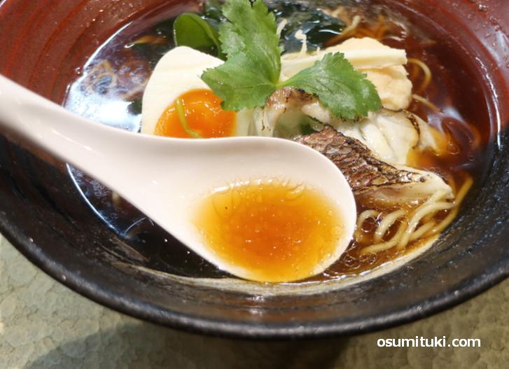 鶏・豚などの食材不使用のスープ