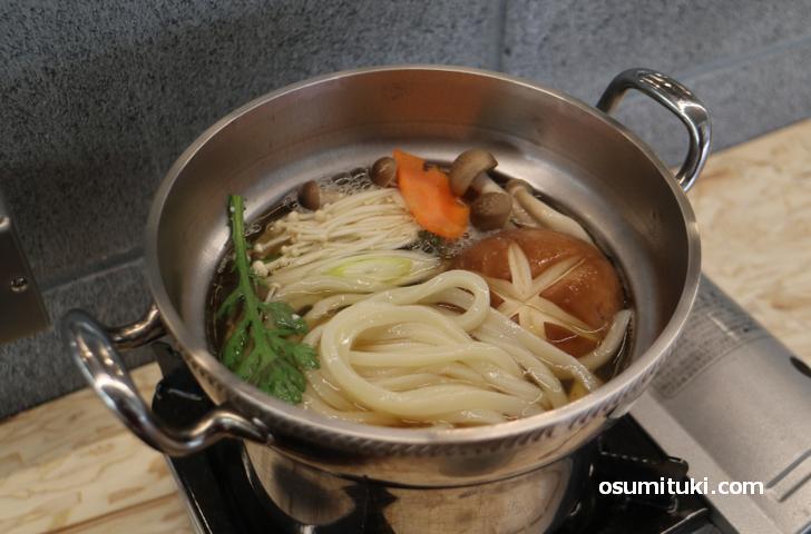 ドサッと鍋に入れて煮て食べるだけ
