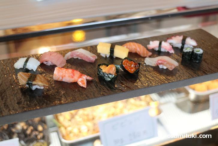 職人さんが作ったミニチュア寿司(本物)を見せてもらいました