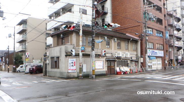 今出川駅から徒歩1分のところです