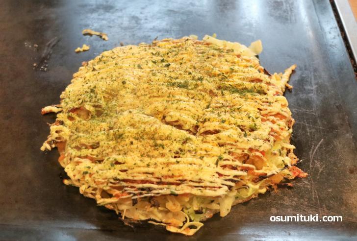 京都・最強粉もん「べた焼き」が『秘密のケンミンSHOW』で紹介