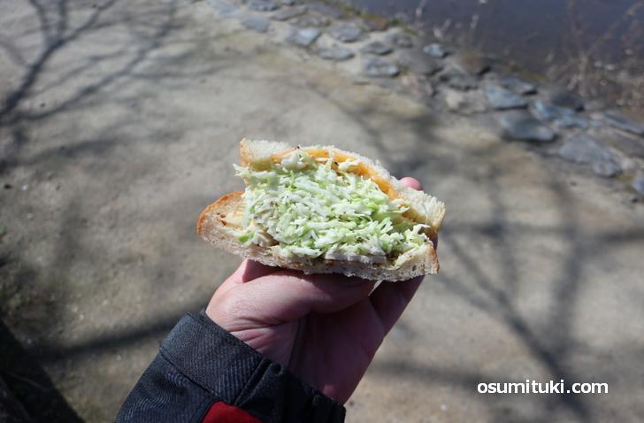近くの鴨川(高野川)でピクニックしました